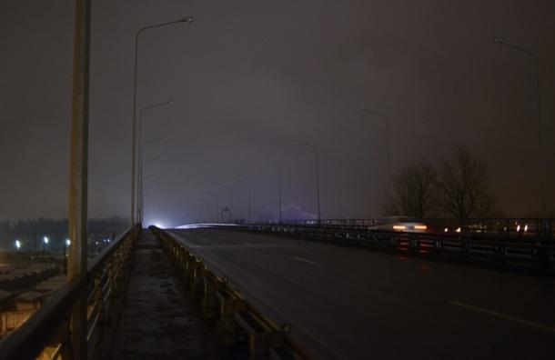 В Петербурге похитители кабеля погрузили опасный путепровод во тьму