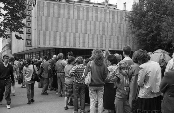 Петербуржцы проедают меньшую часть зарплаты. Но только пока