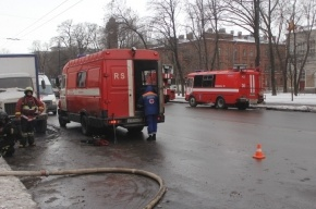 Из горящей квартиры в центре Петербурга эвакуировали 15 человек