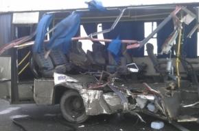 Пять человек пострадали при столкновении маршрутки и фуры на КАД