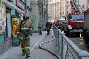 При пожаре на улице Смолячкова эвакуировали 12 человек