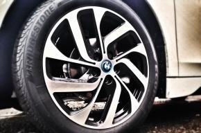 Автомобиль BMW сбил 14-летнего подростка в Петербурге