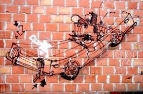На Кондратьевском проспекте «Хонда» въехала в стену жилого дома