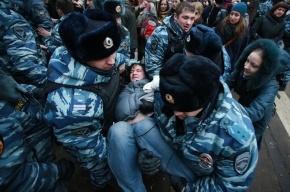 У Замоскворецкого суда в Москве задержано более 100 человек