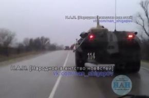 Очевидцы: В Крым введена колонна бронетехники