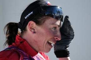 Лыжница Юстина Ковальчик с травмой ноги победила в гонке на 10 км