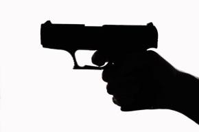 В Москве вооруженный мужчина захватил заложников в школе