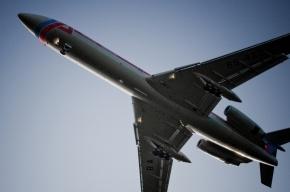 В аэропорту Дубая из российского самолета выпала стюардесса