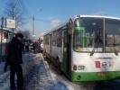 На Пискаревском проспекте столкнулись автобус и маршрутка: Фоторепортаж