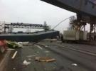 Начата проверка по факту гибели водителя при обрушении моста под Петербургом: Фоторепортаж