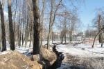 На территории Фарфоровского кладбища нашли надгробие XIX века: Фоторепортаж