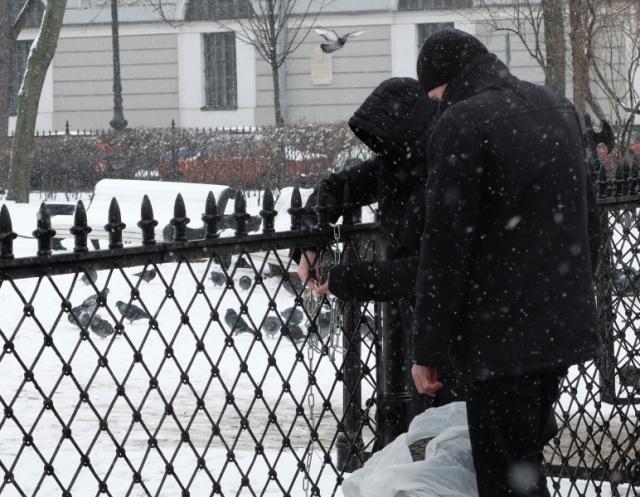 Акция с шиной, Петербург, 15 марта 2014: Фото