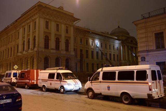 В Петербурге ночью горела Академия художеств (С. Николаев): Фото