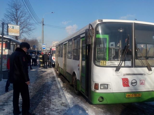 На Пискаревском проспекте столкнулись автобус и маршрутка: Фото