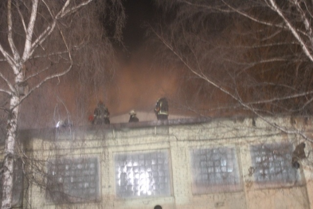 В Московском районе Петербурга горела шиномонтажная мастерская: Фото
