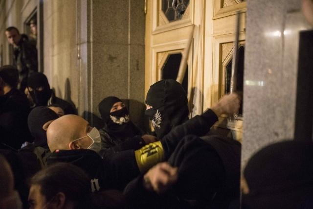Правый сектор штурмует Раду, 27 марта 2014: Фото