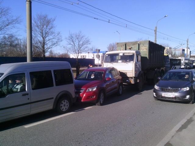 В массовом ДТП на Кушелевской дороге в Петербурге пострадали дети: Фото