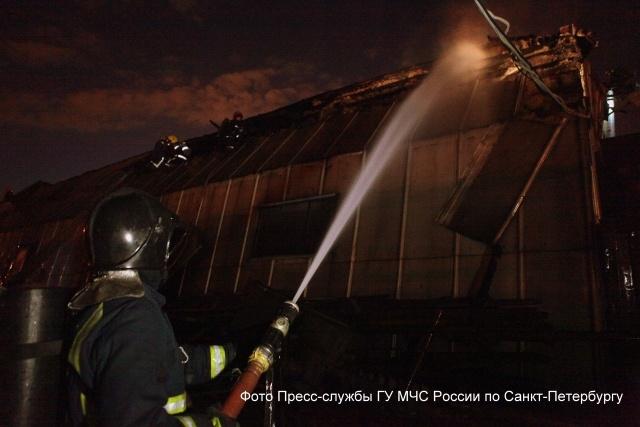 Пожар в ангаре «Белстроя» на Хрустальной улице потушили : Фото