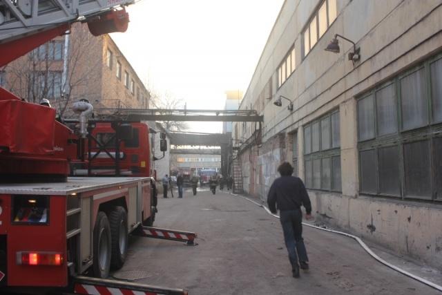 В Петербурге тушили пожар на заводе «Знамя труда имени Лепса» : Фото