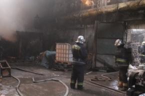 В Петербурге тушили пожар на заводе «Знамя труда имени Лепсе»