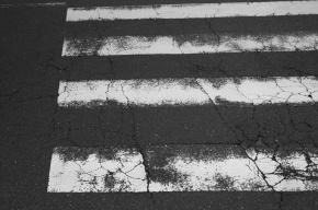 На проспекте Ветеранов маршрутка задавила мужчину на переходе