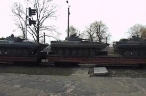 Украина перебрасывает бронетехнику к границе с Россией