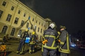 На территории склада в Петербурге загорелась электроподстанция