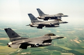 Пентагон значительно увеличит число истребителей в Прибалтике