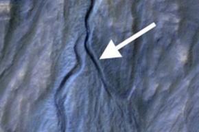 Зонд MRO заснял появление на Марсе нового оврага