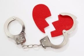 В Петербурге лже-сотрудник ФСБ выманивал у женщин деньги на лечение