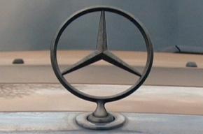 В Москве водитель Mercedes сбил беременную на остановке