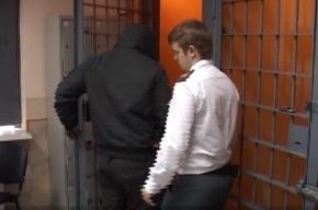 В Петербурге пьяные пассажиры избили водителя и уехали на его машине