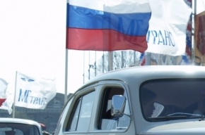 В Санкт-Петербурге прошел автопробег в поддержку жителей Крыма