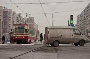 На Лиговском проспекте столкнулись инкассаторская машина и трамвай