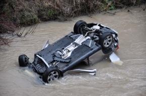В Москве автомобиль упал в реку, погибли два человека