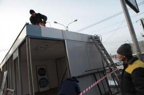 У метро «Удельная» начался снос незаконных ларьков
