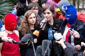 Толоконникову и Алехину из «Pussy Riot» в Мордовии снова облили зеленкой