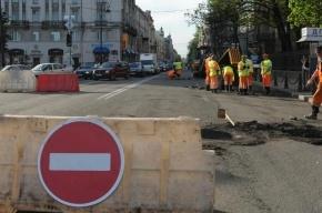 В Петербурге несколько автомобилей провалились в строительный котлован