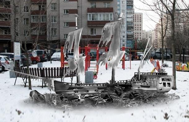 Следствие: на Васильевском острове распилили заборчики и корабль