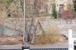 В Омске памятник в виде шара укатился с постамента из-за ураганного ветра: Фоторепортаж