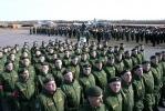 Парад к Дню Победы репетируют на загородном макете Дворцовой площади: Фоторепортаж