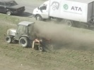 Фоторепортаж: «Во Фрунзенском районе трактором «выбивали» пыль из газона »