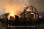 В Петербурге горел ангар с автомобилями : Фоторепортаж