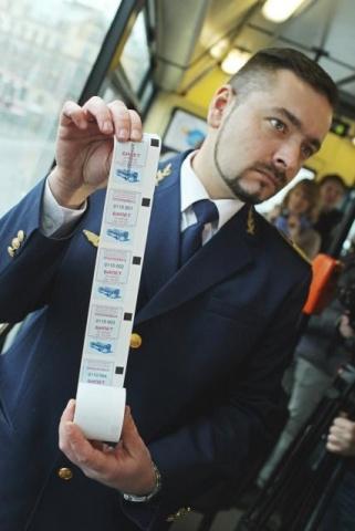 В  Петербурге начали работу троллейбусы с автоматами по продаже билетов : Фото