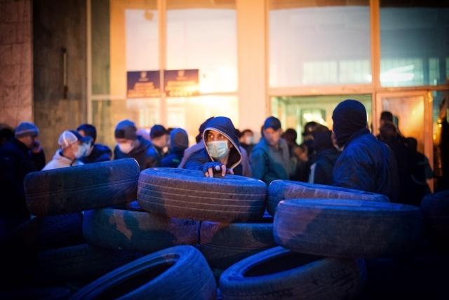 Пророссийский митинг в Донецке 6-7 апреля 2014 года : Фото
