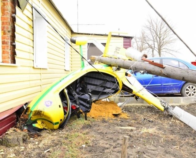 Под Липецком вертолет вице-мэра упал на частный дом: Фото