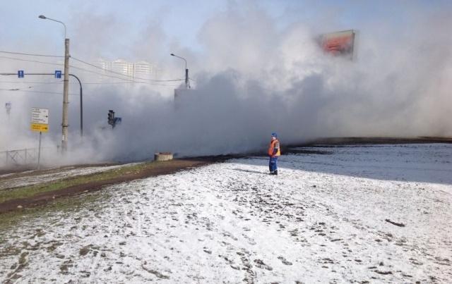 Третий за день прорыв теплотрассы произошел в Петербурге : Фото