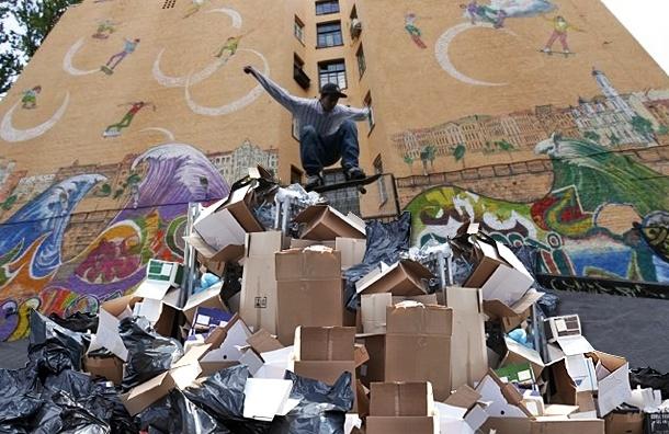 Петроградский район зарастает мусором