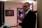 Украинский премьер Яценюк показал на видео свою квартиру