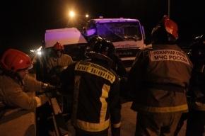 На КАД грузовик протаранил маршрутку, один человек погиб и девять пострадали